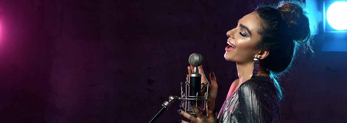 woman-performance-singing