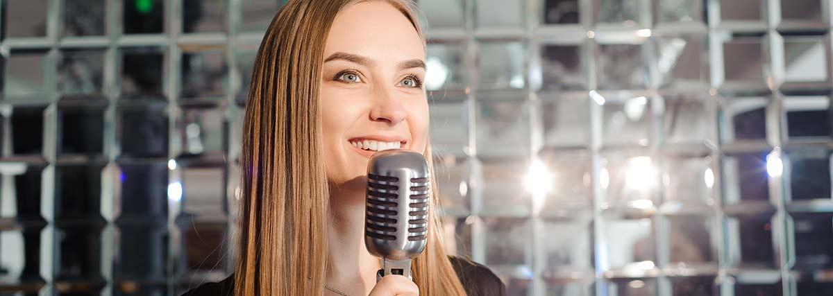 woman-practice-singing