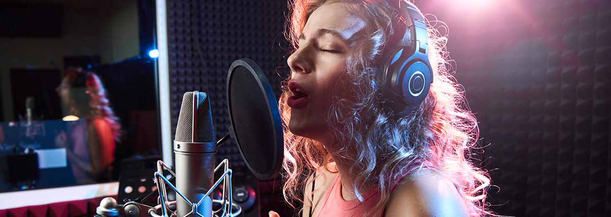 woman-singing-in-a-recroding-studio