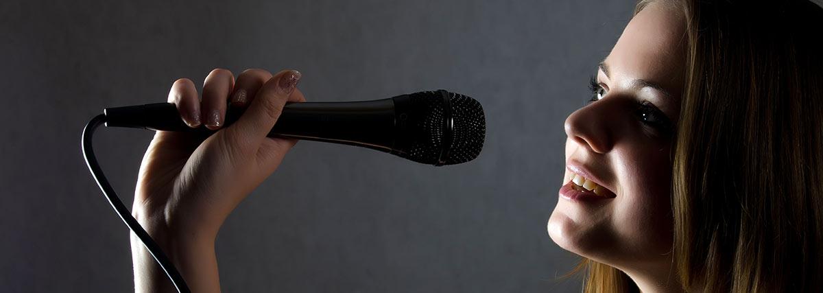 woman practise singing
